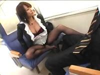 【動画】電車の中で痴女が誘惑してきたら・(;´Д`)ハァハァ