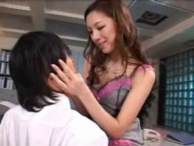【美脚妻】三浦亜沙妃脚を揉みましょうか