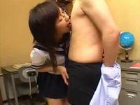 痴女優等生に手コキされるドM教師