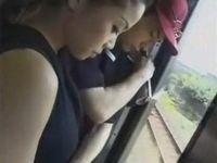 欲求不満の人妻は電車で男狩り
