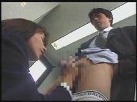 新人男性社員に手コキする痴女OL