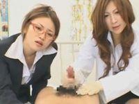 担任女教師と保健の先生が手コキ