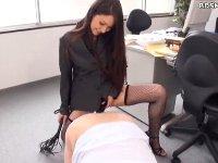 鞭を片手に社員をペニバン調教するドS女社長