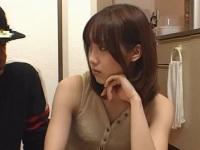 黒人の自宅で日本語を教える美女2人が
