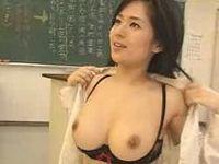 黒髪巨乳でキレイな先生がヤリチン生徒を誘惑