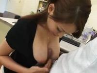生徒をパイズリで包み込む女教師