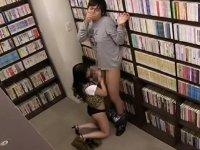 図書館でスケベな痴女に逆痴漢フェラ抜きされる!