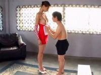 高身長175センチDカップ痴女がが小男を顔騎責め!