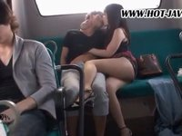チ○コ中毒の淫乱女が潮を吹きながらバス乗客を食いまくり!無修正