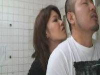 トイレに欲求不満な痴女人妻が現れるスーパーが都内にある