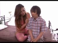 ダイナマイトボディの痴女先生が童貞クンを筆おろし 澄川ロア