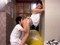 毎朝ゴミ捨て場で出会うノーブラのスケベ巨乳若妻