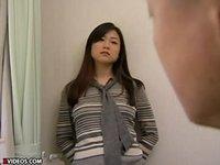 目で男を誘惑するバツイチ巨乳女教師