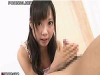 美少女が極上の手コキで潮吹きで男を悶絶させます