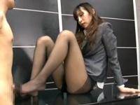 美脚なスレンダー美人OLお姉さんが部下を足コキ手コキ調教!