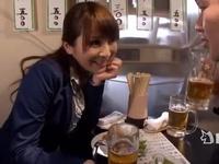 立ち飲み屋で出会ったサラリーマンを豪快に痴女るお姉さん!