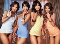 湊莉久・鈴村みゆう・ほのかまゆ・菊地亜矢の4人が一本のチンコを巡って我も我もと群がってくる圧巻の姿!