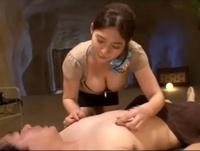 リラクゼーション男の乳首責めをする巨乳痴女エステティシャン