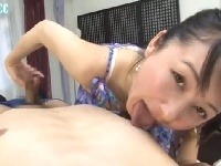 美人痴女が乳首をベロベロ舐めながら手コキ責め