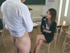 容姿端麗な美人なメガネの先生は生徒を翻弄してオモチャにする
