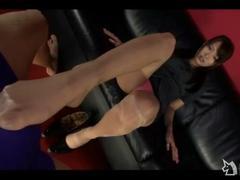 長身美脚OLがパンスト脚で勃起した肉棒をコスる足コキ動画