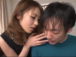 射精後にさらに責めて男の潮吹きを楽しむ美人痴女 桜井あゆ