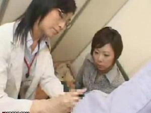 夫婦参加型手コキセミナーは講師に男が気持ちいい手コキの仕方を丁寧に教わります