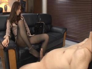 昼間にセフレを自宅に連れ込みセックス三昧な専業主婦 白石茉莉奈