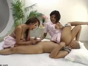 ドエロな痴女ナース2人が1人の患者をオモチャにしてクンニさせまくる