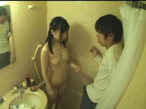 大学の同級生がウチに泊まりに来て風呂に入ってるのを覗いたのが見つかった結果