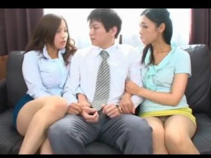 タイトミニのむっちりOLが2人で密着して誘惑してくる 佐々木恋海 矢沢りょう