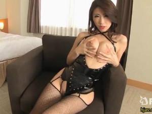 ボンテージのフェロモン痴女が巨乳を見せつけ挑発 篠田あゆみ