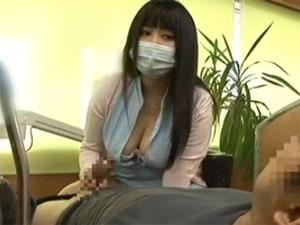 爆乳痴女歯科助手が患者のチ○ポを上目遣いで手コキして発射させてしまいます