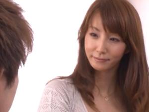 「内緒にできる?」浮気する義母を覗く童貞の若い身体を嬉しそうに弄ぶ痴女な人妻 澤村レイコ