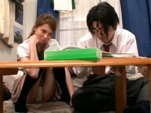 童貞生徒の目の前でわざと胸チラパンチラして誘惑する美人のエロ家庭教師 一ノ瀬アメリ
