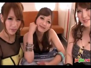 巨乳痴女3人組から電車の中で責められおっぱいハーレムプレイ さとう遥希 愛乃なみ 仁科百華