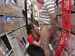 エロビデオを買いに来た男性客をフェラ抜きするDVD屋さんの痴女店員 初美沙希