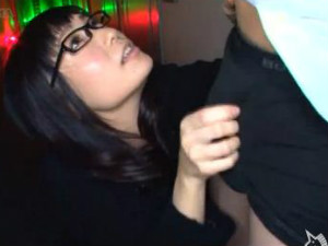 タイトスカートにムッチリなエロい体で誘惑して枕営業する痴女セーレスレディ 本田莉子