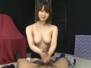 ゆっくりとネットリと攻めながら雑巾を絞るような手コキをカメラ目線でする痴女 篠田ゆう