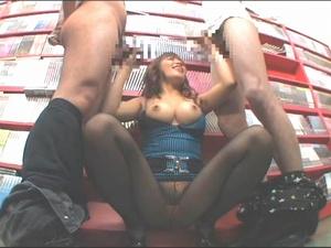 エロDVDコーナーに出没する巨乳痴女が客の男たちを手コキフェラでザーメンを搾り取る