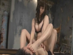 M男を狙って捕獲して逆レイプして乳首だけでイカせてドライオーガズムに導く淫乱S痴女 星咲優菜