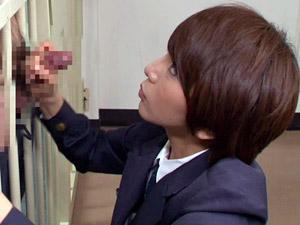 【M男動画】高梨あゆみ 痴女看守がM男囚人のチンポを手コキするSEXのハードルが異常に低い世界