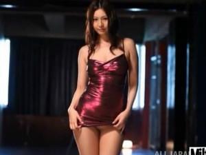 エッチな体にエッチな服装で超ミニスカパンスト挑発する痴女お姉さん 辰巳ゆい