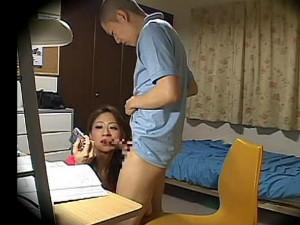 教え子を誘惑してデジカメでチ○ポやフェラしてる所を撮ったりする変態痴女家庭教師