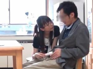 肉食系家庭教師は生徒の父親も痴女る性欲旺盛のメガネがソソる美人先生
