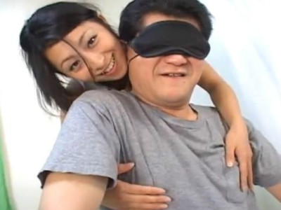 M男を目隠しして淫語を囁きながらアナル責めをして手コキする淫乱痴女な人妻