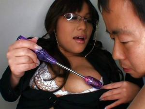 ムチムチでエロ顔のスケベ巨乳な痴女秘書がM男をネットリと犯し逆レイプ 松下ゆうか