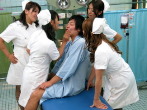 爆乳白衣ナースの4人組がが患者の肉棒を即尺即挿入するハーレム病棟 風間ゆみ 村上涼子 小早川怜子 杏美月