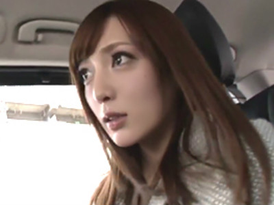 東京都内のある街中で素人男性を逆ナンパして痴女る美人痴女お姉さん 冬月かえで