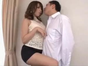 美人痴女がM男を誘惑してリードするセックスのフィニッシュは顔射で美味しそうにザーメンを舐める 桜井あゆ